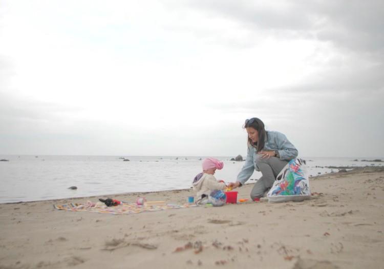 7 lietas, kas tev jāatceras par atpūtu ar mazuli pludmalē