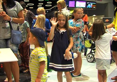 VIDEO: Kā mēs sagaidījām skolas gaitu sākšanos modes un izklaides centrā Rīga Plaza
