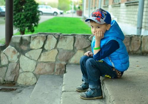 Silikona aproce ar svarīgu gravējumu bērna drošībai
