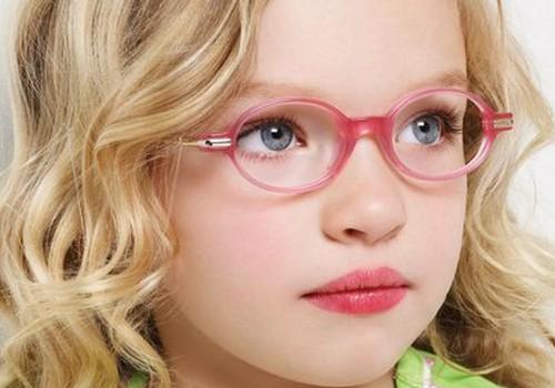 Kā bērniņam iemācīt valkāt brilles?