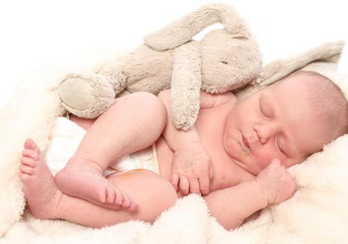 Pieskārienu un apskāvienu nozīme jaundzimušajiem