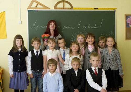 """Pedagoģijas doktore: """"Skola ir dzīves centrs un, ja Latvijā vēlamies ģimenes ar bērniem, vajadzīgas ir arī lauku skolas""""!"""