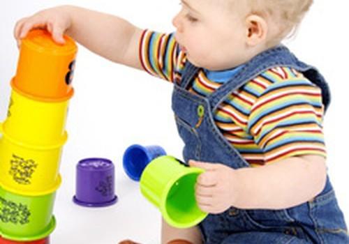 Rotaļlietas 12 līdz 18 mēnešus veciem bērniem