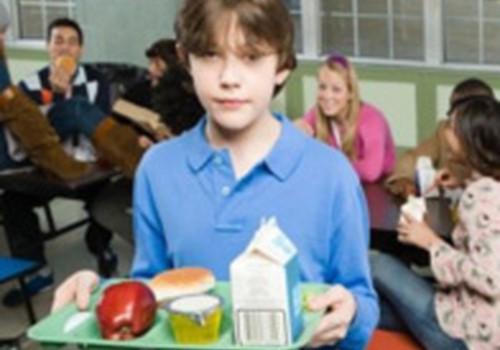 Tikai 38% skolēnu regulāri ēd siltas pusdienas skolā