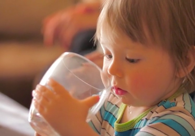 Speciālista padomi: Kā rīkoties, lai bērns vasarā nepārkarstu