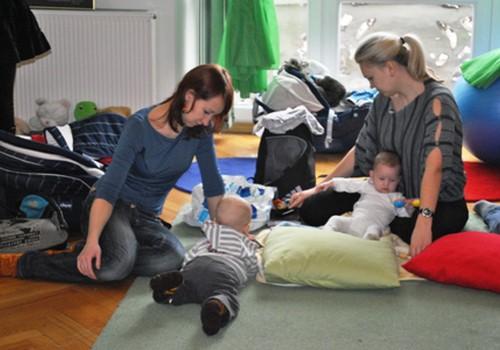 Fizioterapeite: masāžas laikā neko nedrīkst darīt pret mazuļa gribu!