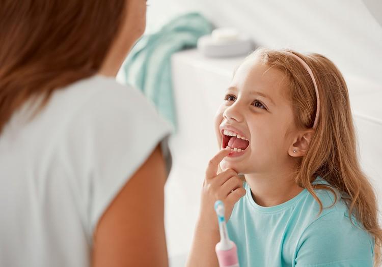 Aptauja: 65% Latvijas bērnu modernās tehnoloģijas motivē tīrīt zobus regulārāk un kārtīgāk
