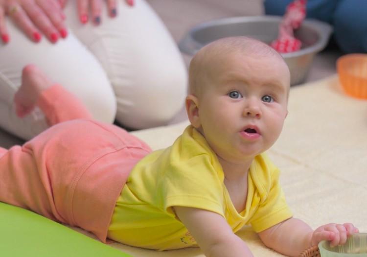 VIDEO: Bērniņa attīstība piektajā dzīves mēnesī