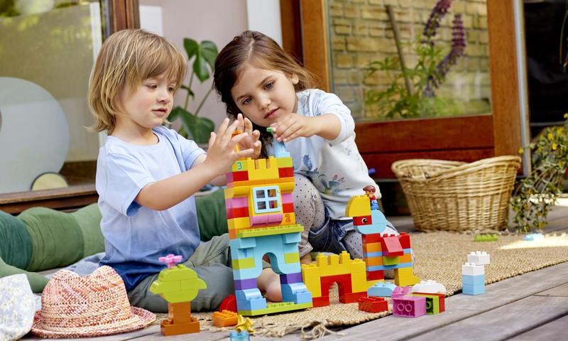 Kāpēc bērni ir tik lieliski un kā LEGO® DUPLO® var palīdzēt veicināt visaptverošu bērna attīstību?
