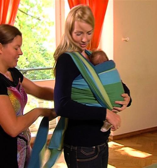 VIDEO: Mācāmies siet slingu kopā ar Superbēbītes māmiņu Lieni