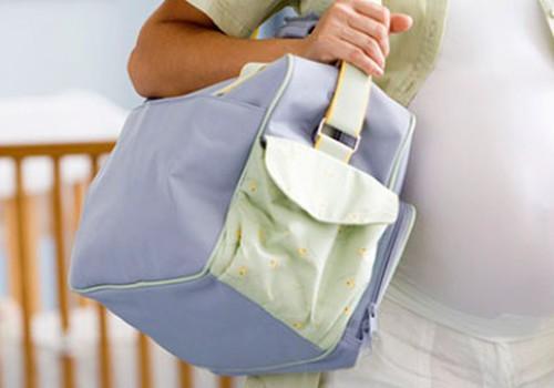 """Dzemdību somas """"zelta sastāvs"""": lietas māmiņai"""