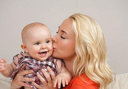 Zande: mīlestības un maiguma pret bērniņu nekad nevar būt par daudz!
