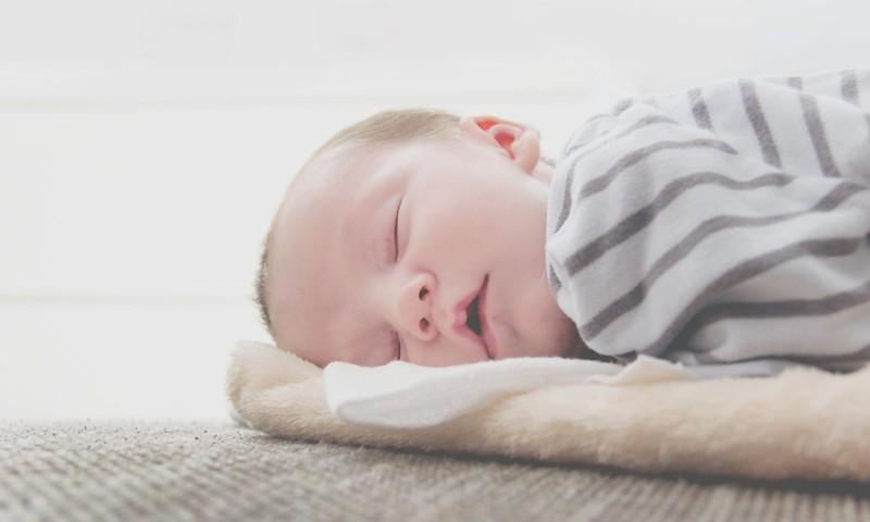 TOP 5 biežāk pieļautās kļūdas, liekot gulēt bērniņu