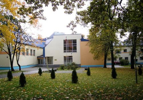 Pētījums: 64% Latvijas skolēnu skolas uzskata par drošām, Lietuvā - tikai 8%