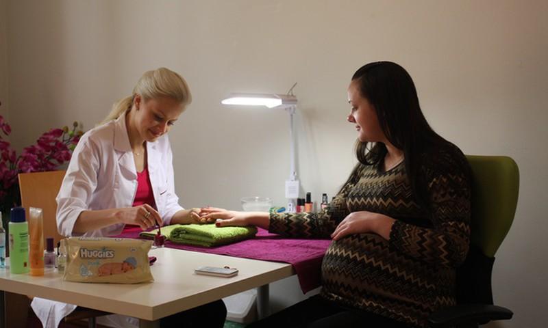 OLGAS BLOGS: Kā man gāja Māmiņu Kluba manikīra procedūrā!