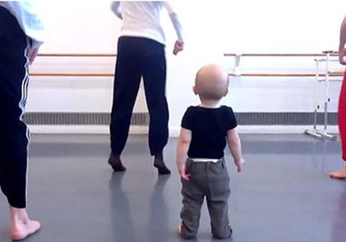 VIDEO: interpretācijas deja kopā ar 14 mēnešus veco puisēnu