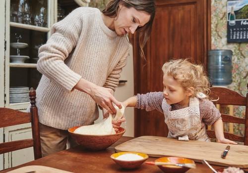 Kādēļ iesaistīt bērnus kopīgas maltītes pagatavošanā?