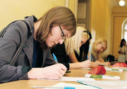 Par izglītību valsts valodā visaktīvāk parakstās jaunieši