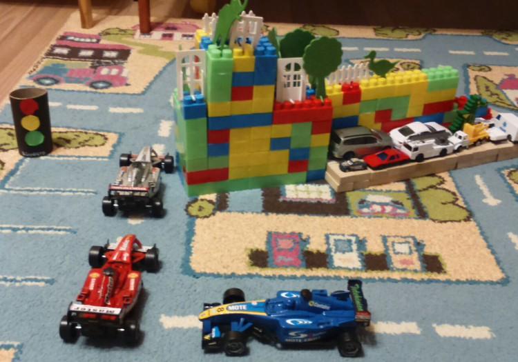 Makvīnam māja no LEGO