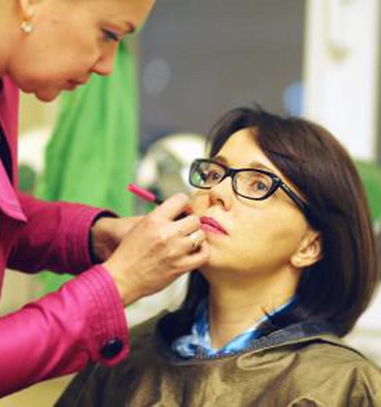 Grima skola: Make up pamati acīm un lūpām