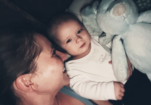 Laimīga mazuļa dienasgrāmata:  7 mēneši un es ēdu visu ko man piedāvā