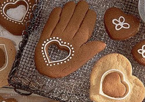 Bērni dāvina bērniem sirds siltumu un pašu gatavotas piparkūkas