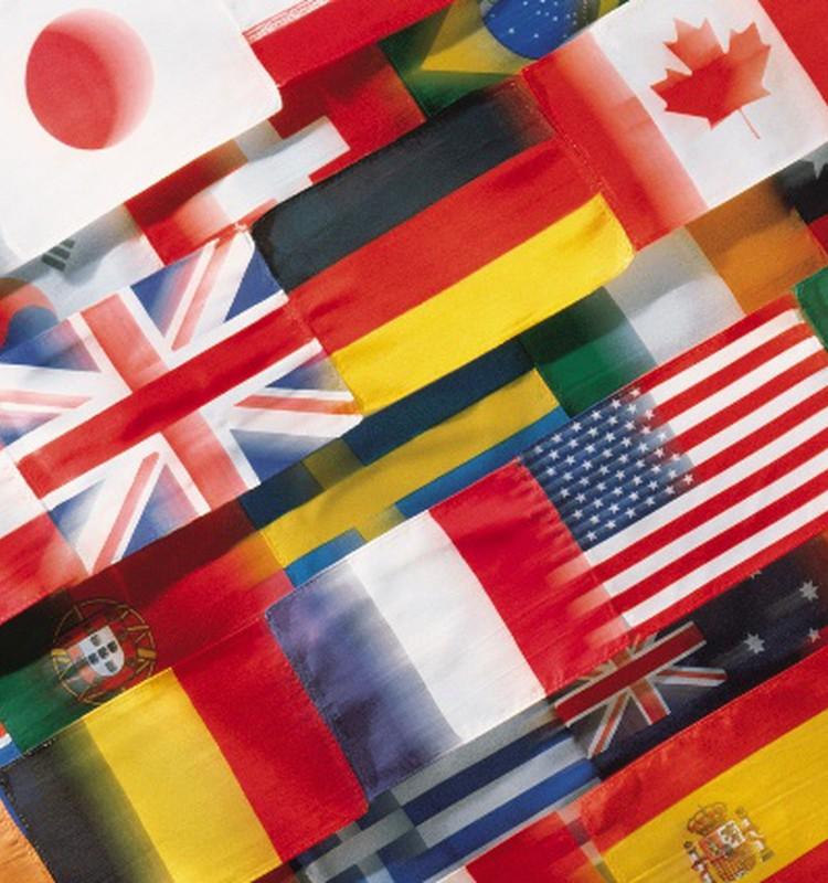 Multikulturālās ģimenes - katrs no vecākiem citas tautības, katram sava valoda un kultūra.