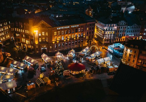 8 Ziemassvētku tirdziņi skaistāko dāvanu medībām
