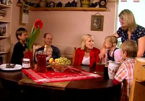 Latvijas dzimšanas dienas brokastis kopā ar Grāvīšu ģimeni