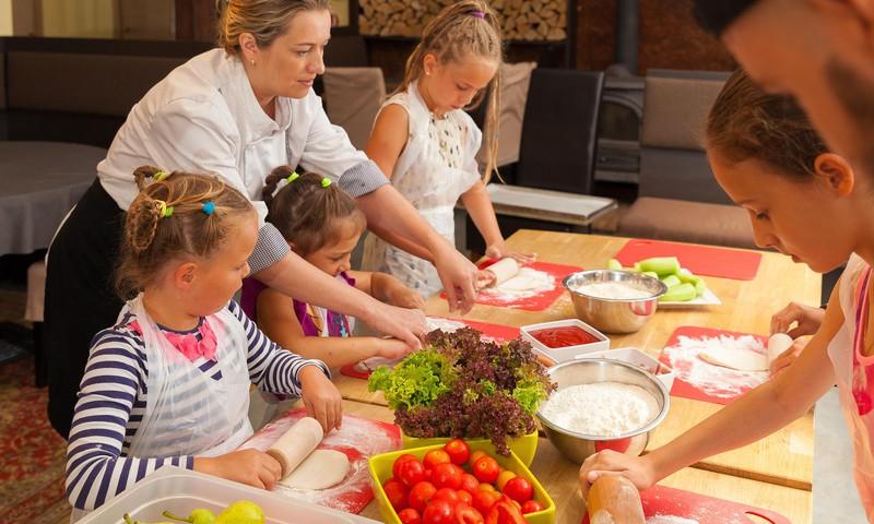 6 iemesli, kāpēc Grilbārs Lighthouse ir ģimenēm ar bērniem draudzīgākais restorāns Jūrmalā