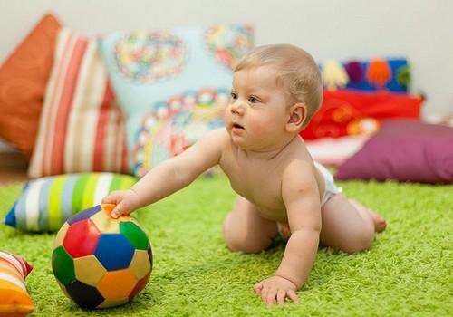 Attīstošas rotaļlietas 1-2 gadus veciem bērniem