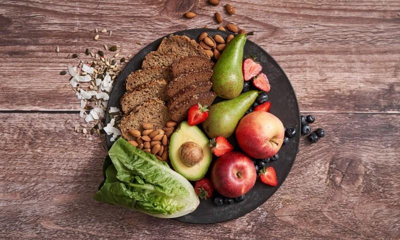 5 padomi, kā ēdienreizēs iekļaut šķiedrvielām bagātākus produktus