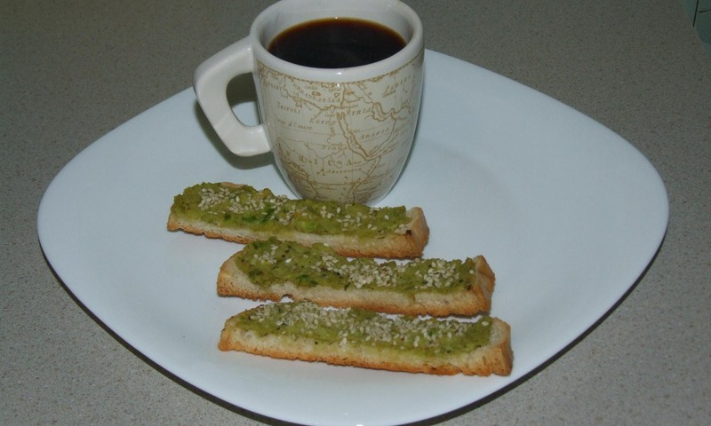 Grauzdiņi ar avokādo sviestu