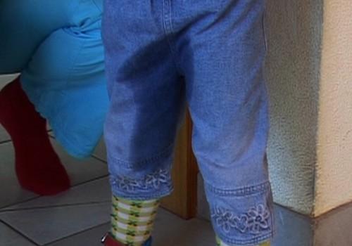 VIDEO: Ko darīt, ja bērniņš slapina biksītēs?