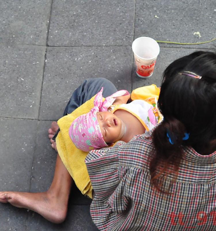 PAPILDINĀTS: Mamma ar mazuli ubago pie Mežciema Sky. Palīdzēsim?