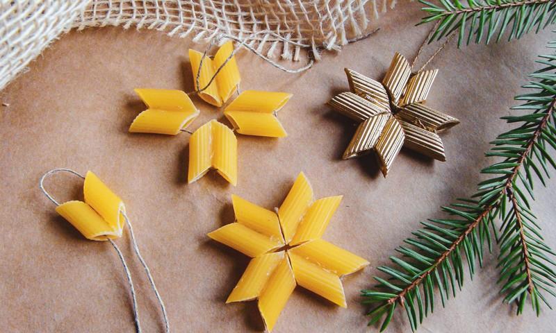 DIY: 5 oriģināli eglītes rotājumi no makaroniem