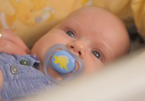 Pirmajās dienās pēc piedzimšanas mazulim knupīti nevajag piedāvāt