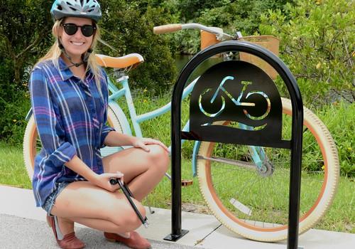 Dāmas uz velosipēda visa gada garumā! Priekšrocības un trūkumi. Kas ir mainījies gadu gaitā?