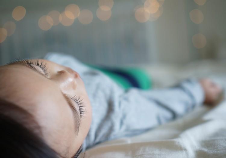 Kāpēc bērniņš naktīs histēriski raud?