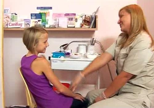 VIDEO: Māmiņu Klubs izdod meiteņu veselības filmu