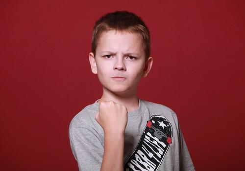 Dumpīgais piecgadnieks, kurš piedraud mammai