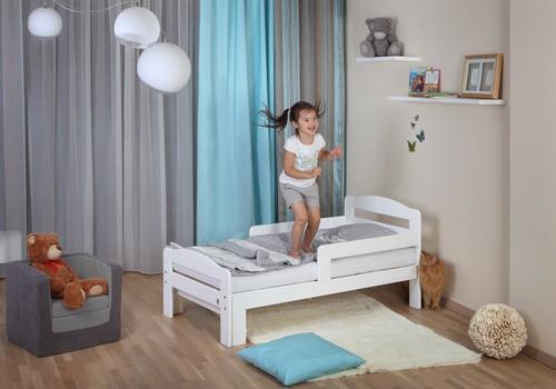 Kādu gultu pirkt, kad mazais izaug no zīdaiņu gultiņas?