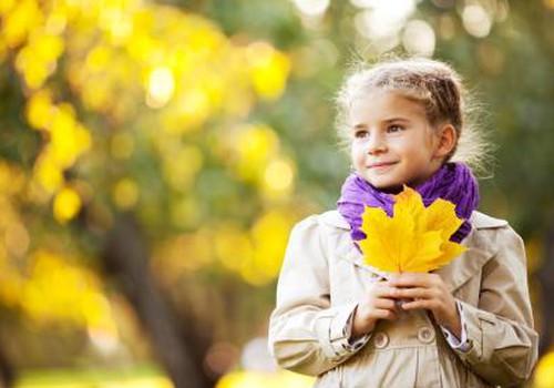 Dienas spēle: Kā sagatavot bērnu rudenīgai pastaigai?