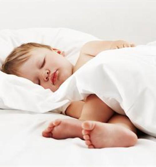 Kā bērnu aizmidzināt vieglāk, ātrāk un efektīvāk?