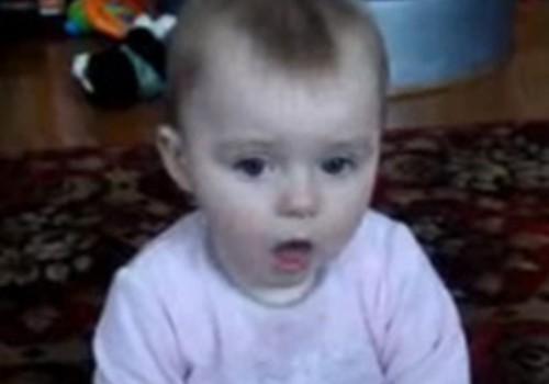 Video: Estere pūš ziepju burbuļus