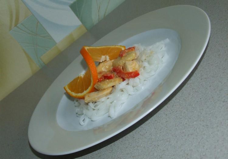 Vistas fileja ar banāniem apelsīnu sulā