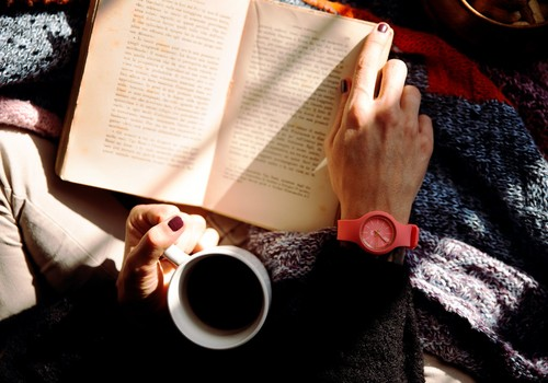 Konkurss: Kuras grāmatas izlasīt, kamēr #PaliecMājās?