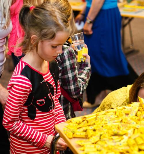 FOTO: Saldus Gotiņas priecēja lielus un mazus Māmiņdienas kruīzā