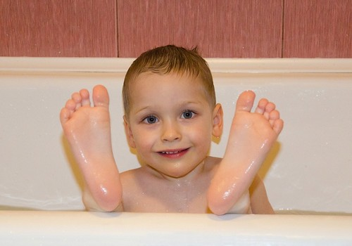 Kreatīvi, praktiski, mūsdienīgi: Ko darīt, ja bērnam nepatīk mazgāties?