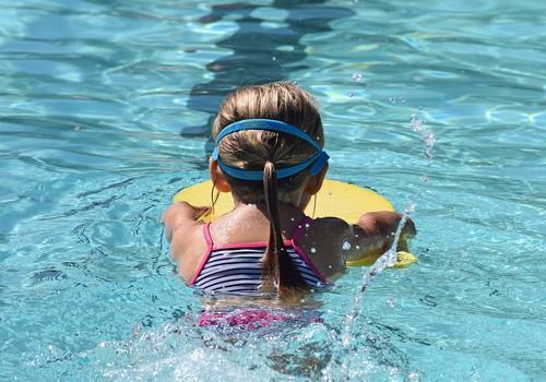 Bērnu drošība vasarā: 5 jautājumi, kas jāpārrunā ar bērniem